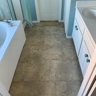 modern-farmbouse-bathroom-remodel-before