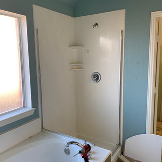modern-farmhouse-master-bathroom (6).jpg