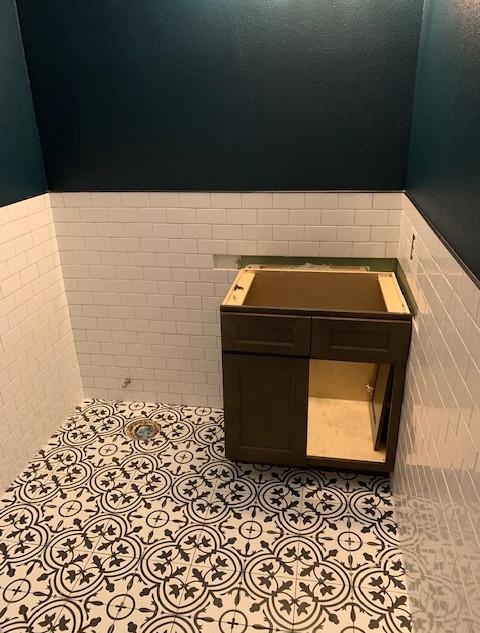 guest-half-bath (6).JPG