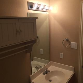 guest-bathroom-suburb-update (5).JPG