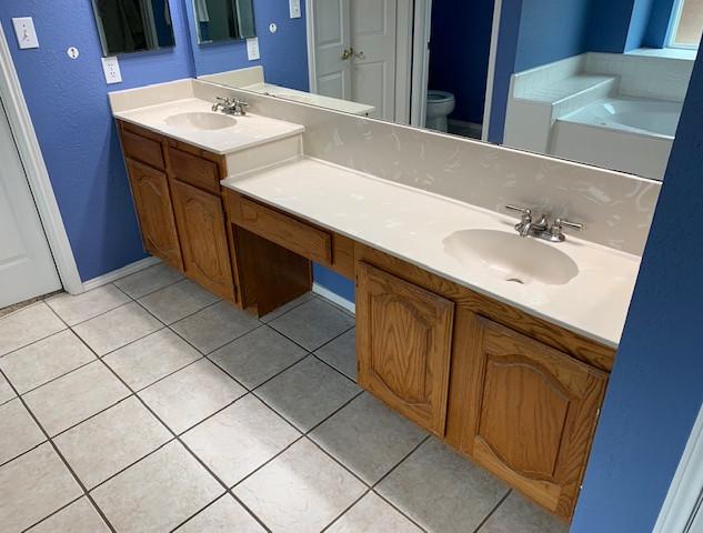 master-bathroom-before-photos-25-year-ol