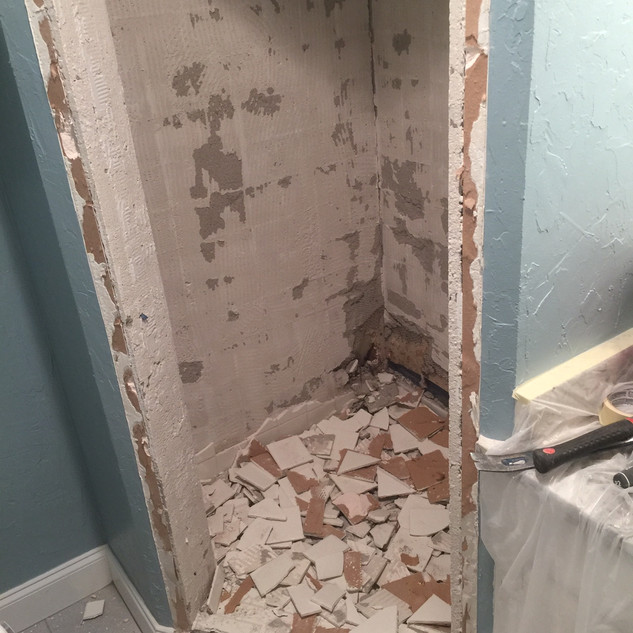guest-bath-before-the-redoux-8