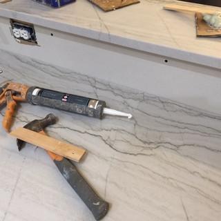 kitchen-remodel-countertop-quartz-instal