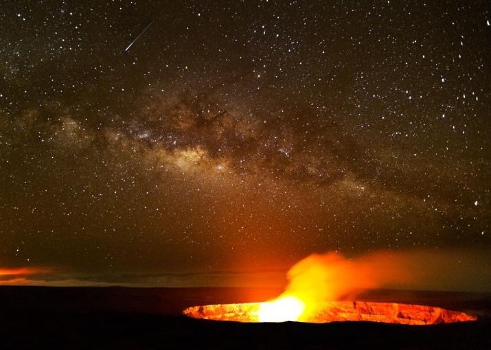 Kilauea and Milky Way at Night volcano mountain retreat b&b big island hawaii