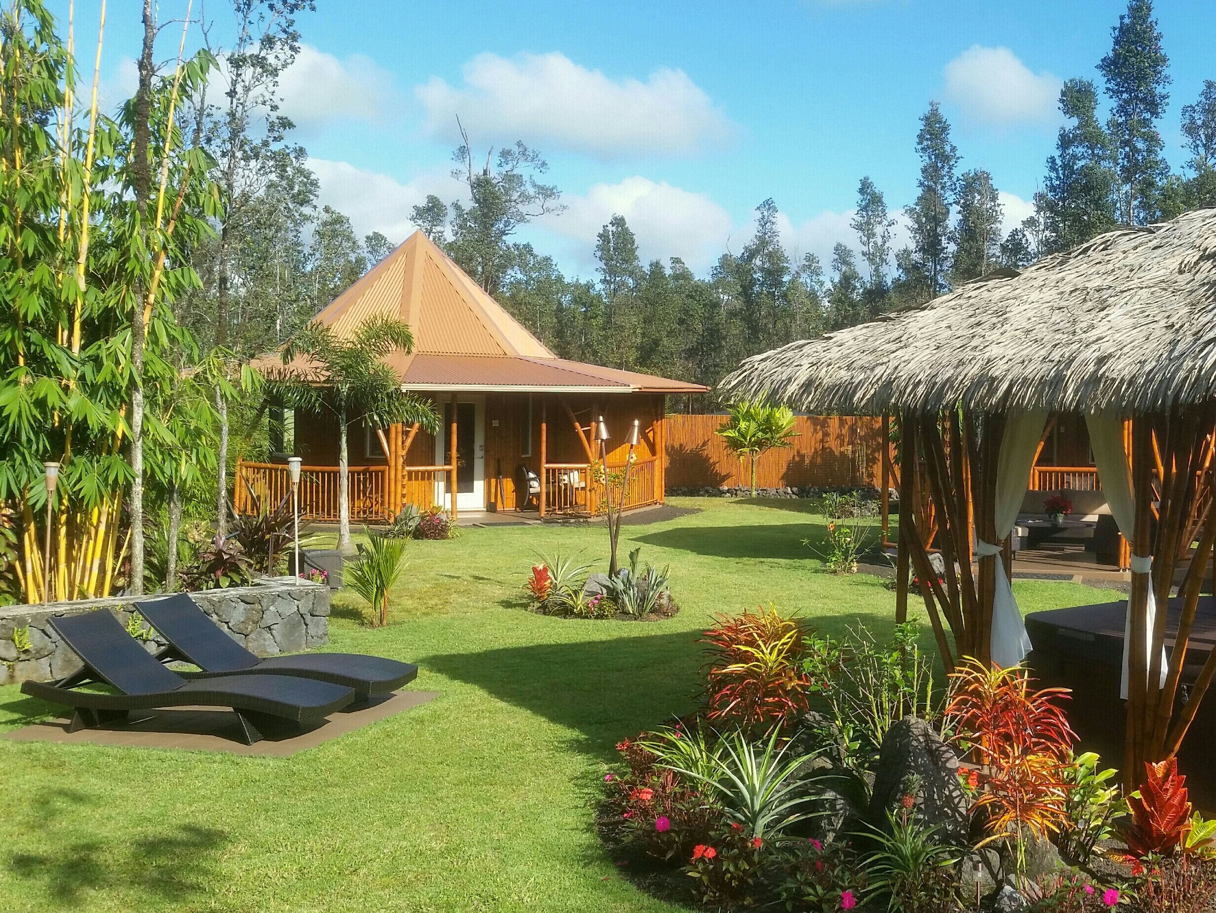 Volcano Mountain Retreat VMR b&b Big Island Hawaii grounds left