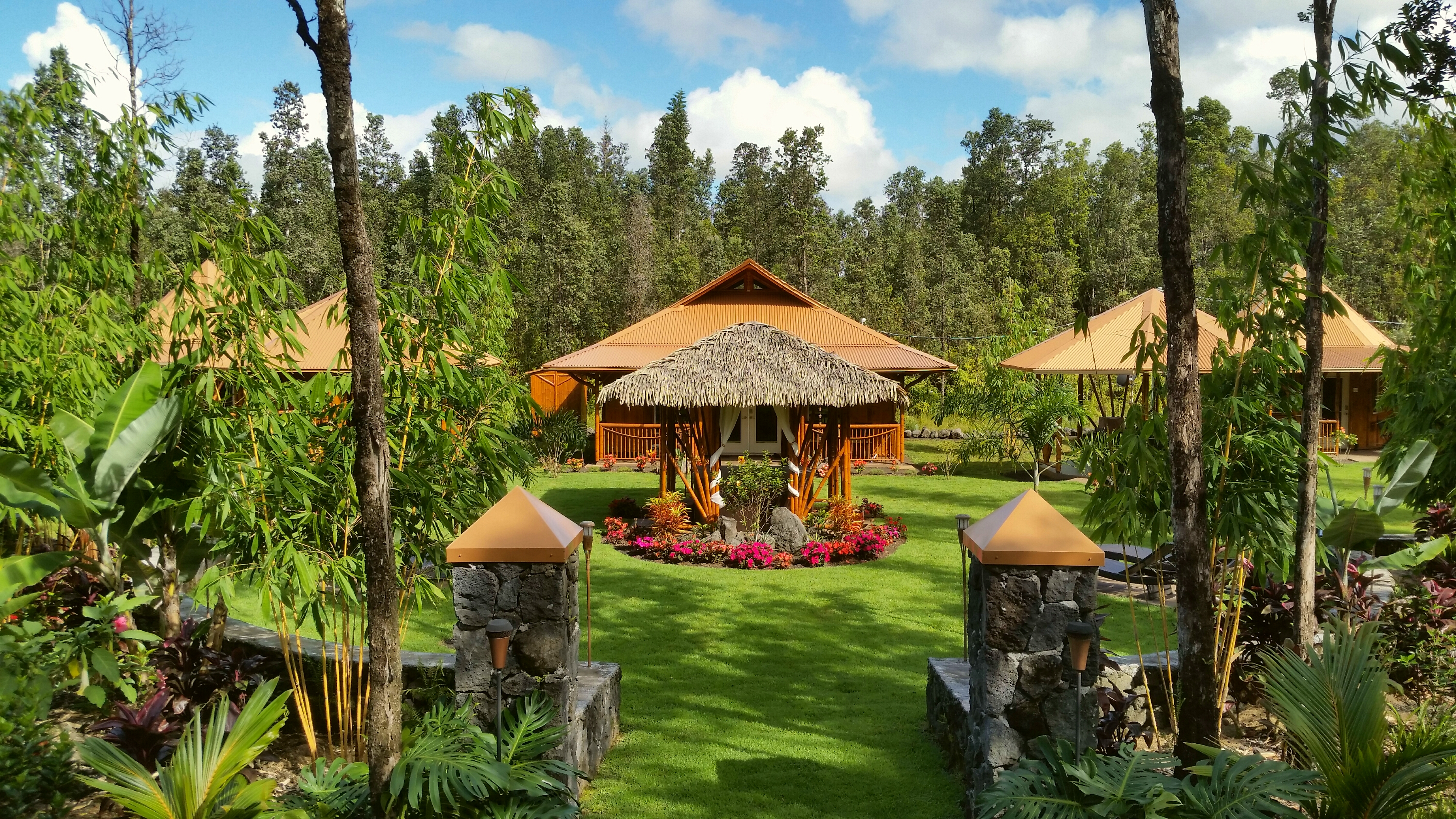 Volcano Mountain Retreat VMR b&b Big Island Hawaii grounds entrance