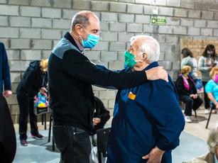"""Qué alegría encontrame con el """"Cholo"""" Montironi cuando estaba recibiendo la vacuna anticovid. Y justo en el Centro Cultural que lleva su nombre."""