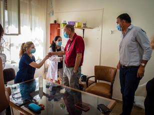 Visitando personal del Hospital Eva Perón