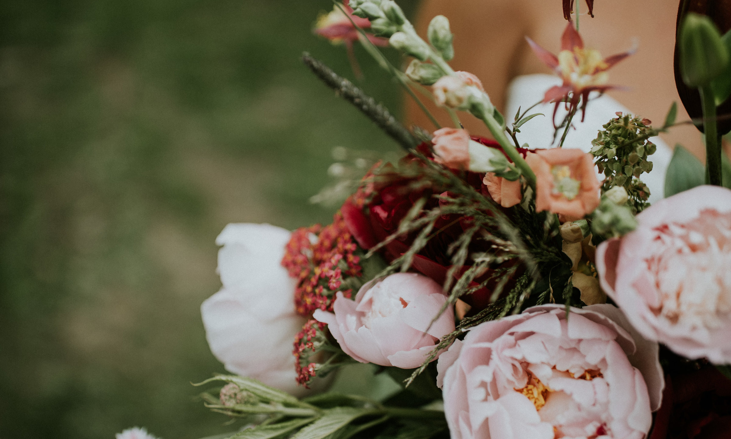 Design by Franzie's Flower Design Captured by JOSHUA VELDSTRA PHOTOGRAPHY Flowers from Scenic Place Peonies
