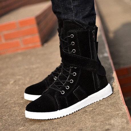Martin male British boots