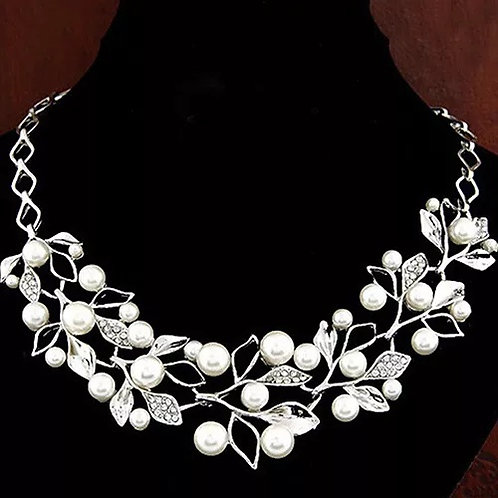 Luxury Pearl Leaf Hollow Necklace