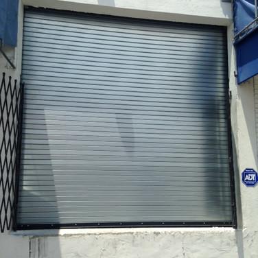 puerta Vzlanos vecinos1.JPG