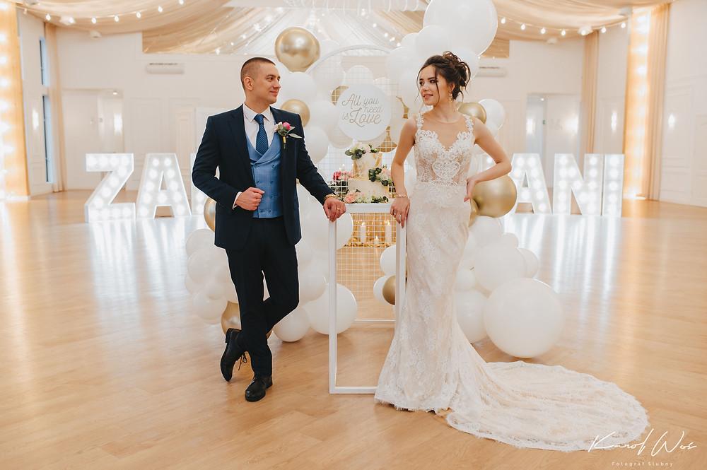 suknia ślubna, panna młoda, sukienka ślub, och balon, wesele, wesele glamour, glamour, sesja ślubna, dekoracje balonowe, balony, balony Lublin, ścianka balonowa, ścianka do zdjęć, tort weselny, słodki stół, dekoracje weselne, fotograf Lublin, Rezydencja w Szczerym Polu