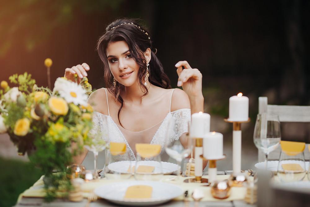 dekoracje na wesele, dekoracje ślubne, ślub, dekoracje weselne, wesele, panna młoda, makijaż panny młodej, biżuteria, kwiaty, żółte kwiaty