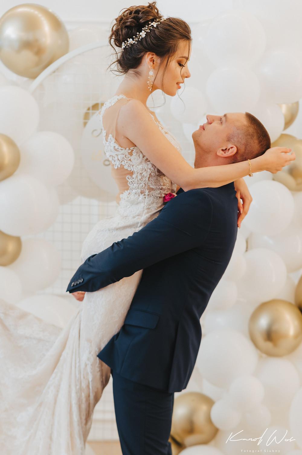 suknia ślubna, panna młoda, sukienka ślub, wesele, wesele glamour, glamour, sesja ślubna, dekoracje balonowe, balony, balony Lublin, ścianka balonowa, ścianka do zdjęć, tort weselny, słodki stół, dekoracje weselne, fotograf Lublin, Rezydencja w Szczerym Polu, wesele Lublin, wesele lubelskie, wedding balloons, Niewęgłowski, och balon