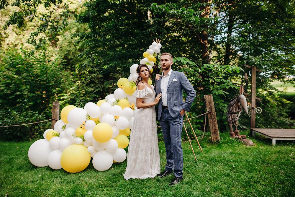 ślub w plenerze, ślub plenerowy, wesele, ślub, balon, balony, lublin, lubelskie, dekoracje weselne, dekoracje na ślub, żółty kolor przewodni, żółty, żółty wesele, panna młoda, słodki stół, ciastko, ścianka, ścianka do zdjęć, tło do zdjęć, girlanda, girlanda balonowa, łubinowe wzgórze, inlove, wojtek witek