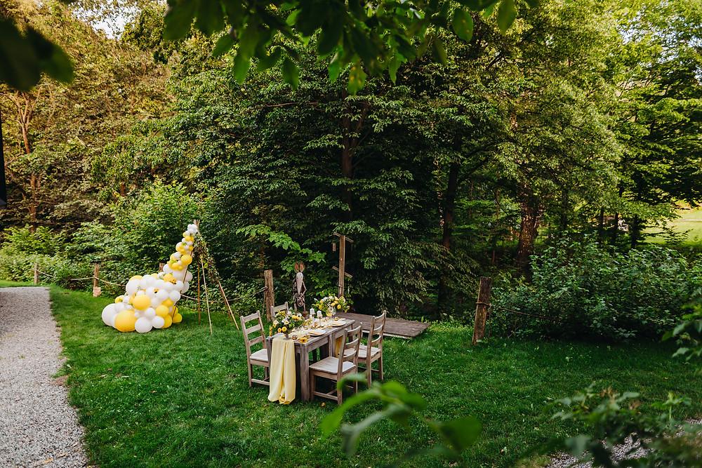 ślub w plenerze, ślub plenerowy, wesele, ślub, balon, balony, lublin, lubelskie, dekoracje weselne, dekoracje na ślub, żółty kolor przewodni, żółty, żółty wesele