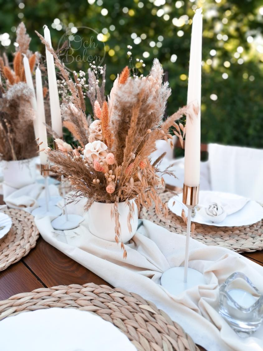suche kwiaty, suche trawy, dekoracje boho, białe świeczniki, biało złote świeczniki, podkładka