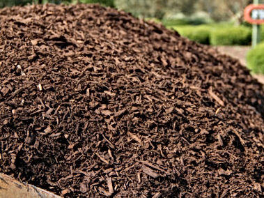 artisan-stone-products-dyed-brown-mulch.
