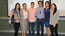 Estudiantes de MBA realizan caso en vivo de Apadrinamiento de Escuelas, el programa de inversión soc