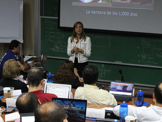 Participantes del Programa de Alta Gerencia realizan caso en vivo de Nutrivida para aprender sobre e