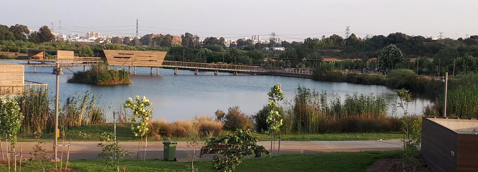 פארק הוד השרון - אגם