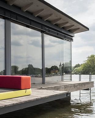 Modern Houseboat - Berlin.png
