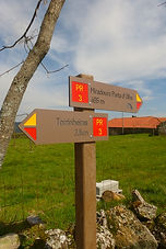 placa direcional percurso pedestre