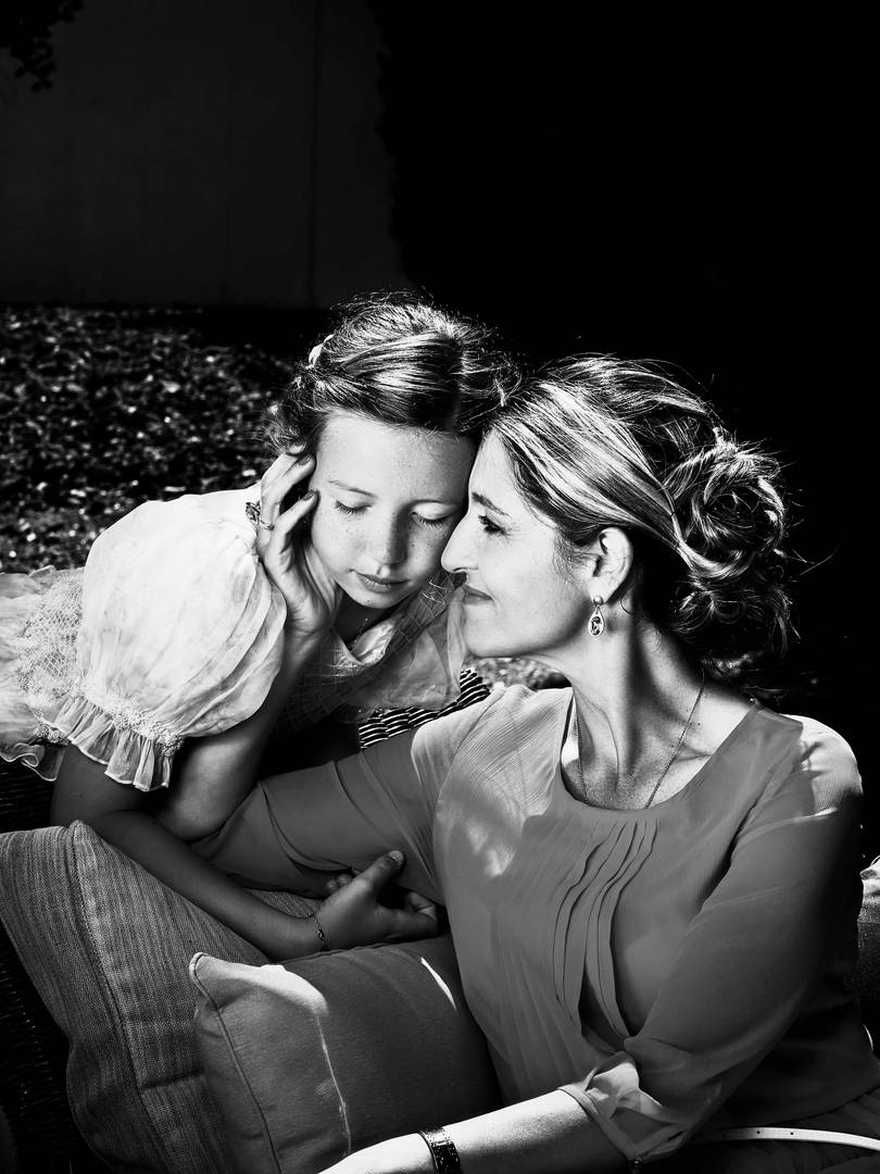 Retrato comunión de madre e hija en blanco y negro