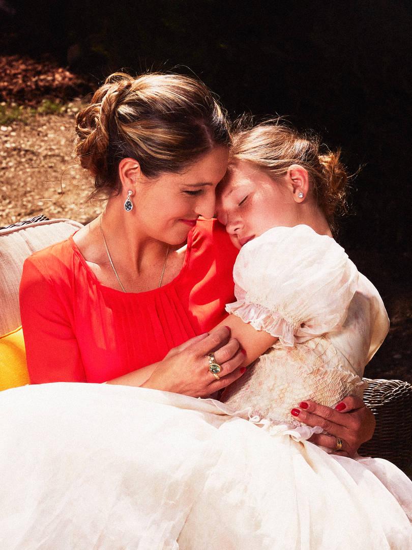 Retrato de madre e hija primera comunion en color