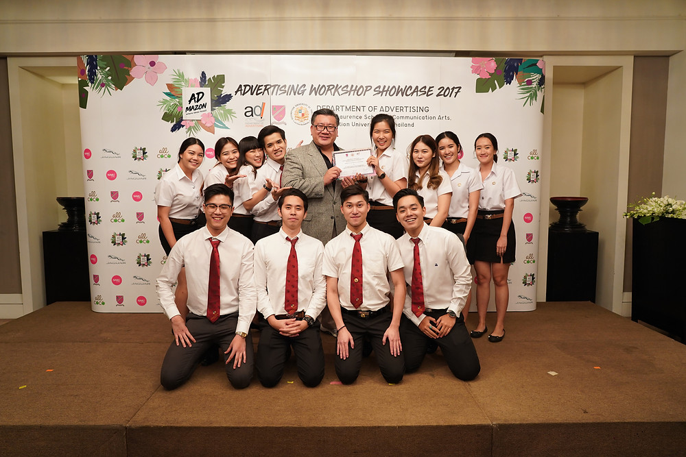 (A. Wuthichai Choonhasakulchoke, Dean of Albert Laurence School of Communication Arts - Assumption University, gives the certificate to Stoner Team.)