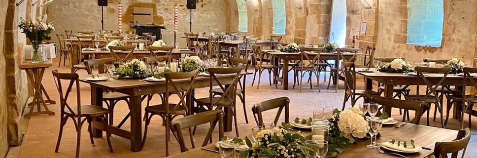 Chateau de la Citardiere salle des garde - salle de réception atypique blanc bois