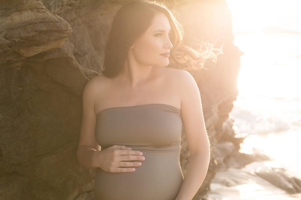 Beach Side Maternity Photoshoot in San Diego