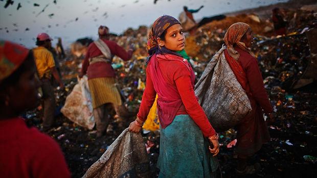 trash-dump-photos-pics-disposable-lives-