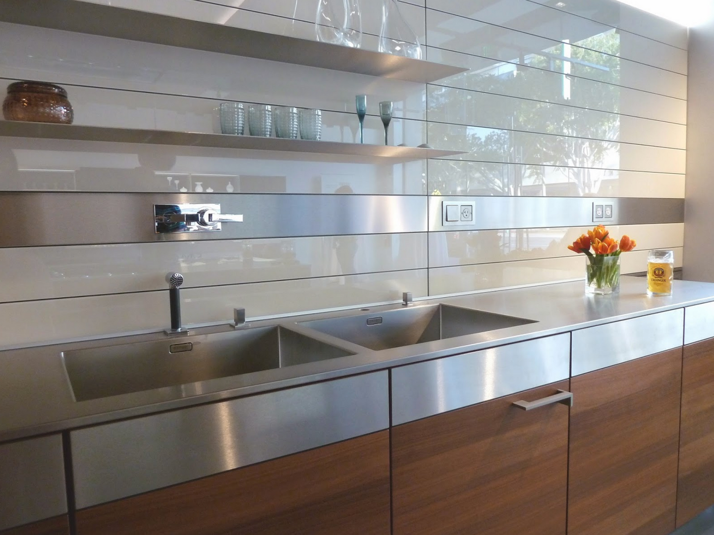 Glass panel kitchen classic