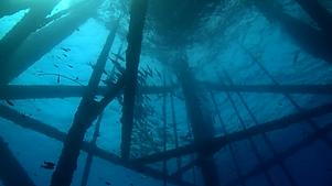 underwater-oil-platform-silouette_sumbod