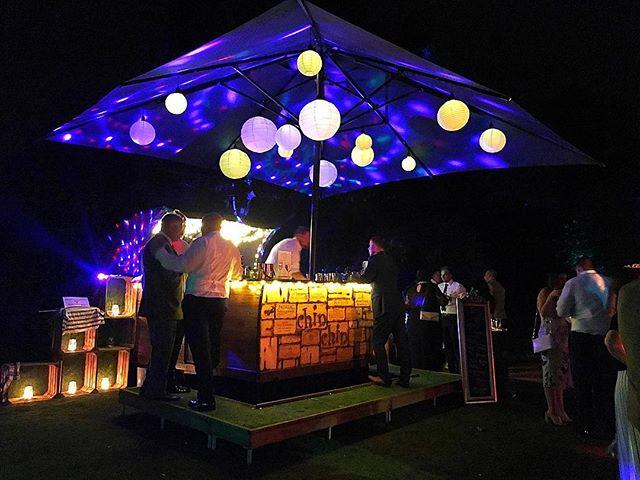 Night shot of Chin Chin Caravan Bar