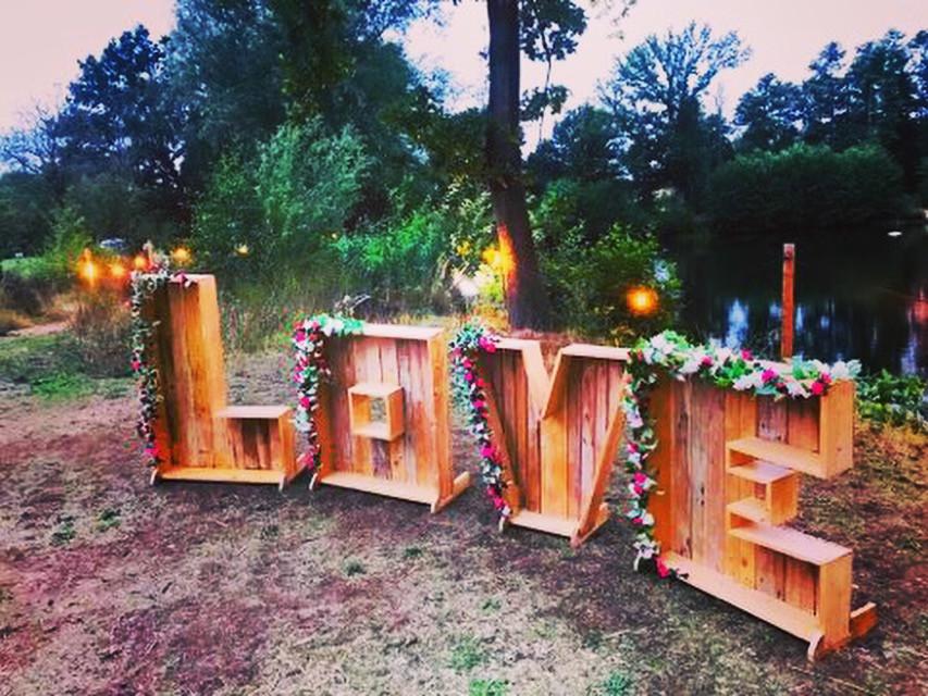 Love sign at Simon & Amelia's wedding