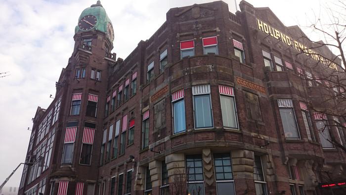 Hotel New York - Emigrato in Olanda, Atto I