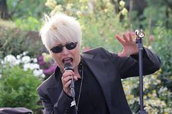 Suzanne Mellard Sings .jpg