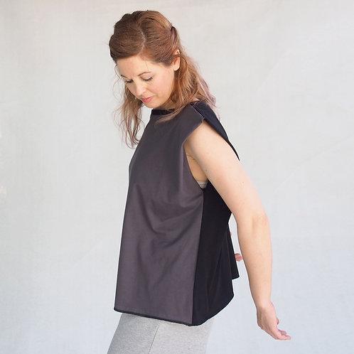 חולצת אוריגמי חצי שחור חצי אפור