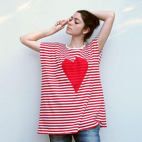 חולצת אוברסייז פסים לב אדום