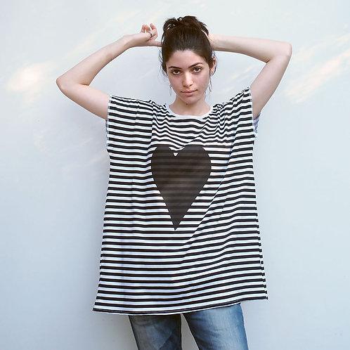 חולצת אוברסייז פסים לב שחור