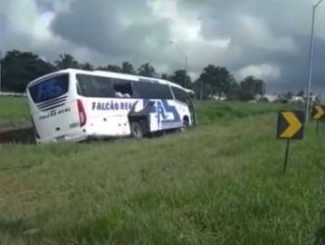 Ônibus que caiu em canteiro em Feira de Santana seguia para Uauá-BA