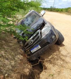 """Prefeito eleito de Macururé sofre acidente de carro em estrada vicinal; """"Só foi um sustozinho"""""""