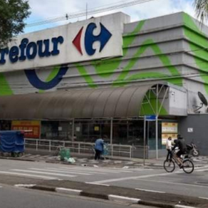 Funcionário do Carrefour fica preso dentro de elevador do supermercado por quase 2 dias