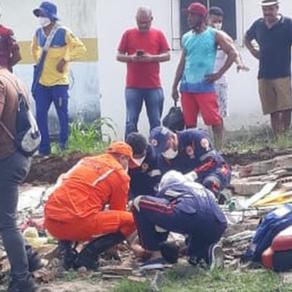 Muro de escola desaba e mata pai e filho em Itabuna-BA