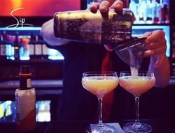bartender pour