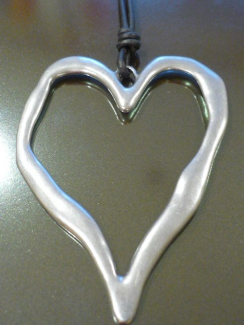 Long charcoal leather necklace with beaten heart