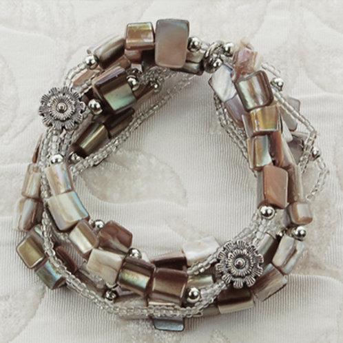 Bracelet - Beige shell bead multistrand